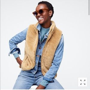 Plush fleece excursion vest small